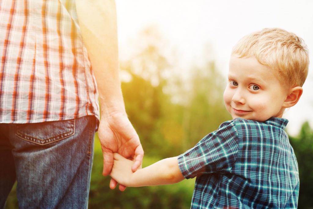 Рассказывайте родным детям как можно раньше