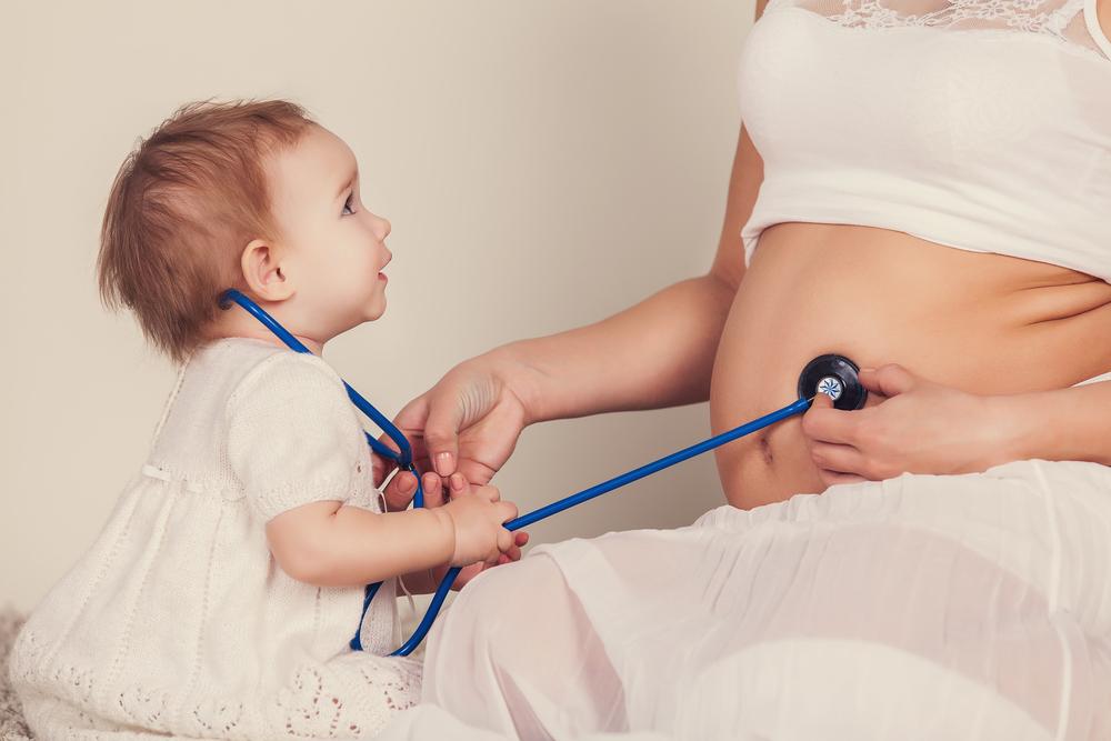 Как подготовить ребенка к рождению второго: 9 правил