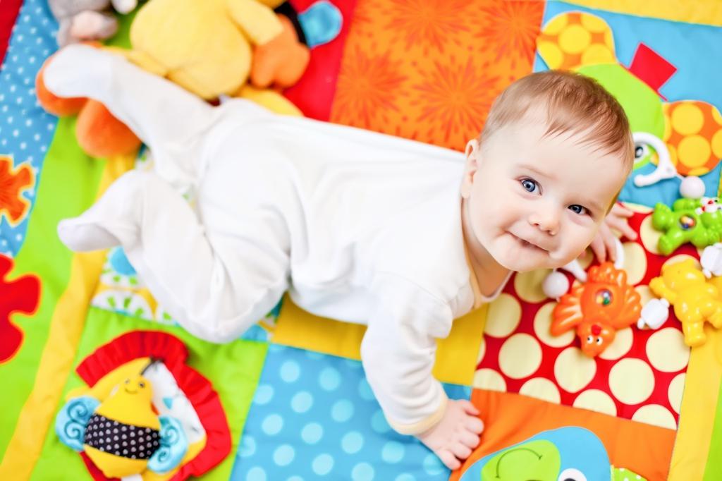 8 развивающих игр с детьми 4-5 месяцев