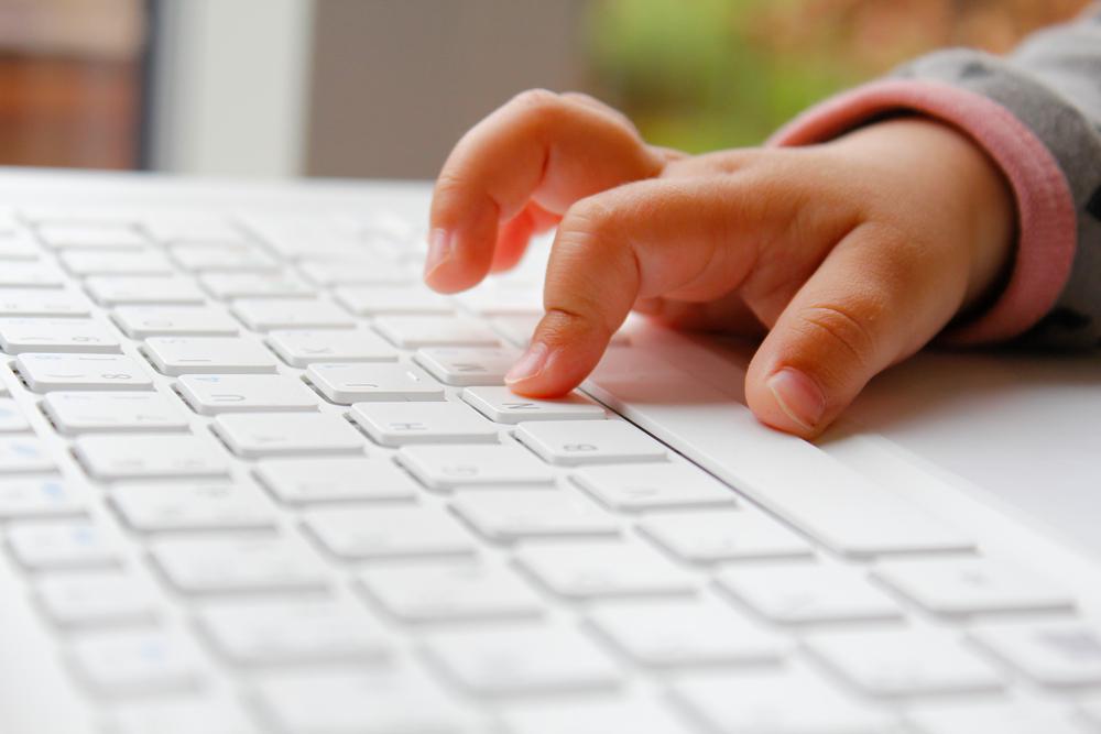 Чем занять ребенка до 7 лет за компютером?