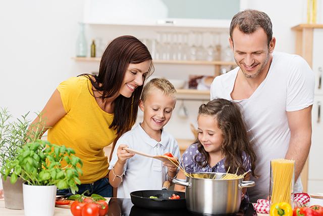 Как научить ребенка помогать по дому? Ищем ответ на этот вопрос