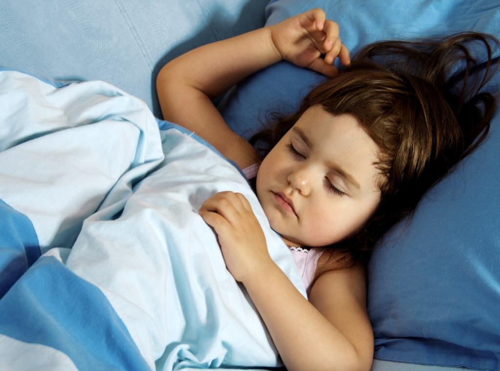 Дочь сын спят вместе