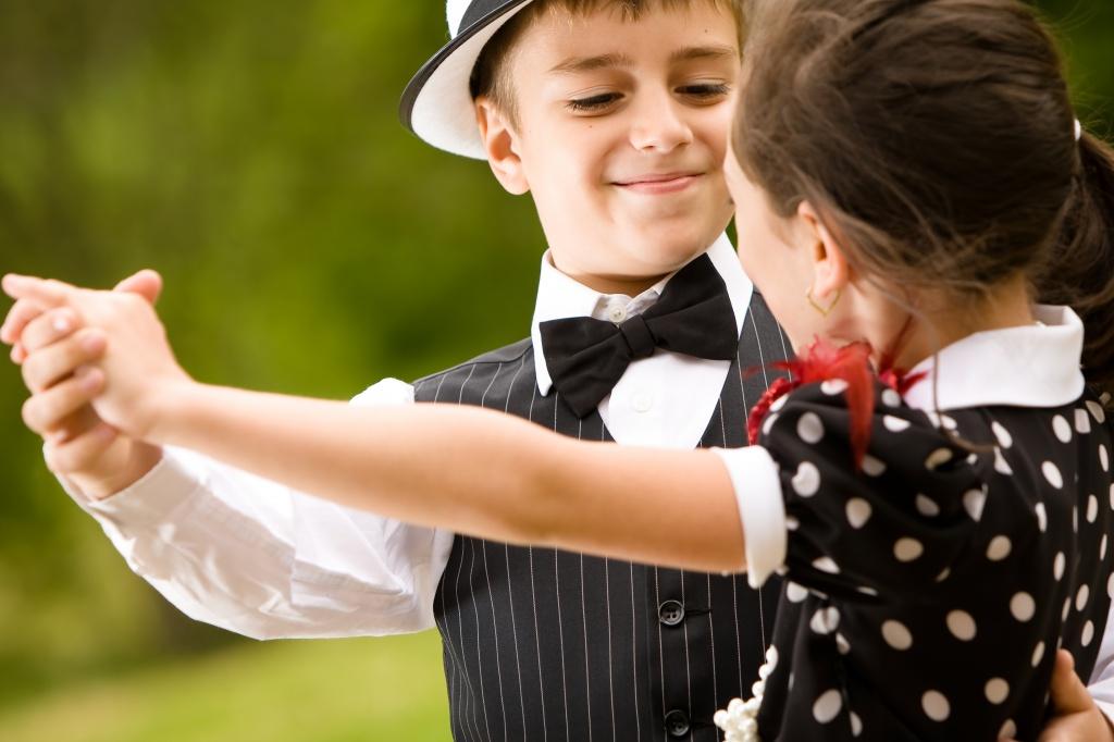 Танцующие дети